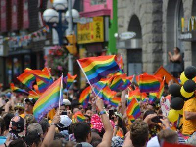 https://pixabay.com/it/photos/gay-orgoglio-gay-parata-di-orgoglio-1453594/