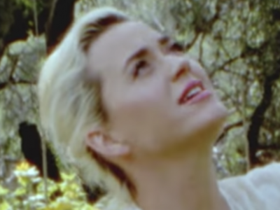 Katy Perry foto dal video YouTube Daisies Capito Records